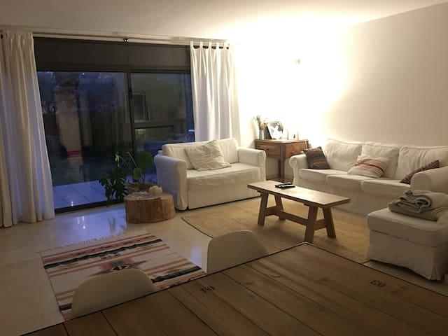 Cozy family home near the beach & BCN with pool - Cabrils