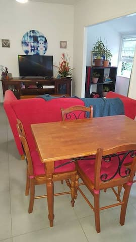 Tidy accommodation, Close to the Railway Station - Petrie - Casa