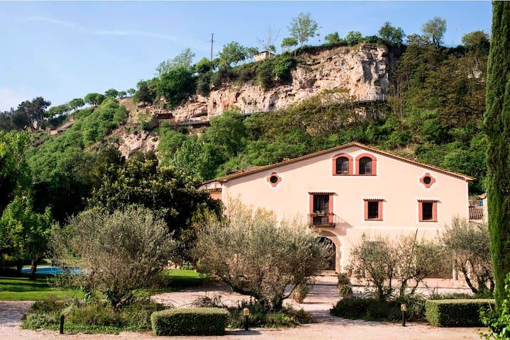 Villa, 7 bedrooms wt private bath. Renovated, pool - Capellades - Huis