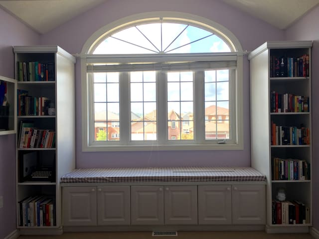 Large and Bright Room! Female only! - Barrie