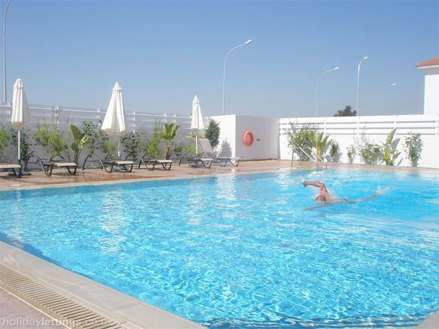New Apartment at Mythical Sands Resort - Paralimni - Huoneisto