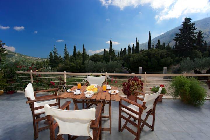 Spacious modern villa with mountain view & privacy - Agia Effimia - Villa