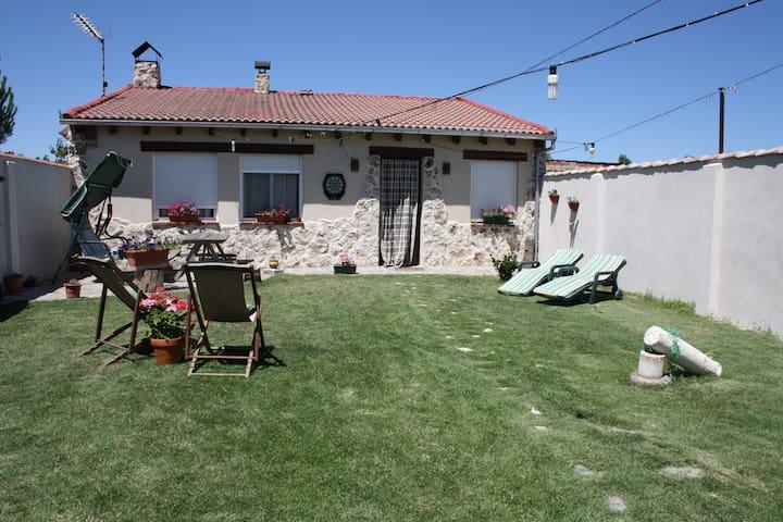 Casita de campo con gran patio - Coca - Haus