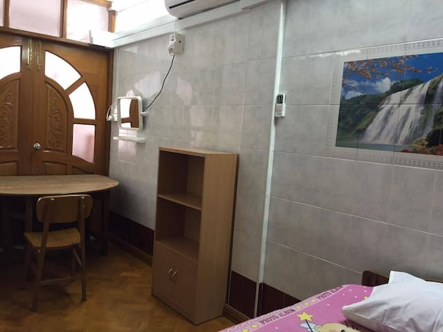 Spacious Single room at Yangon Downtown - Yangon - Hus