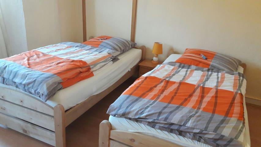Lichtdurchflutete geräumige Zimmer - Osterburken - Huis