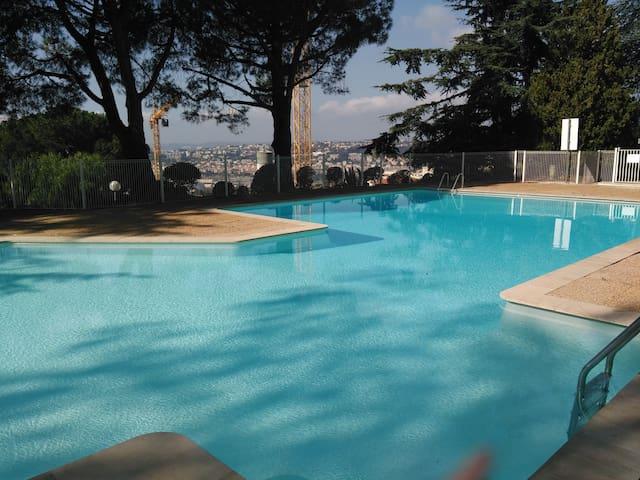Vaste studio avec piscine - Niza - Departamento