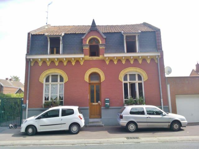 Chambre spacieuse dans appartement convivial - Douai - Lägenhet