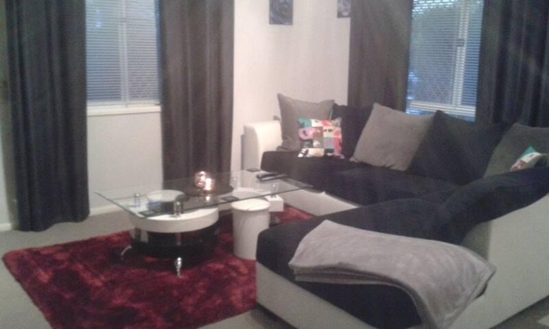 Quiet, clean, comfortable queen bed - Tingalpa - Reihenhaus