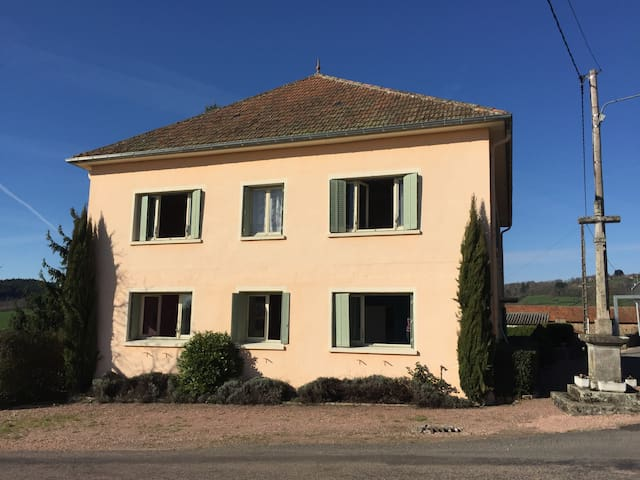 COUNTRY HOUSE BURGUNDY - Suin - Huis