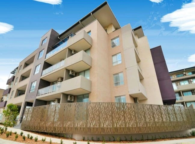 Great New Apartment with pool & gym - Homebush West - Appartement