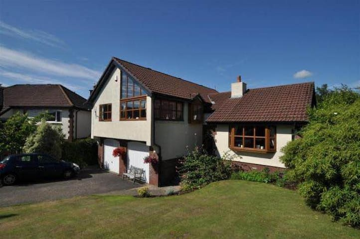 Beautiful 4 bedroom villa in serene settings! - Largs - Talo