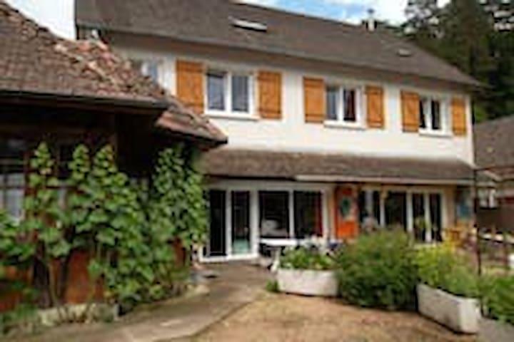 Chambre tout confort à Saint-Honoré-les Bains - Saint-Honoré-les-Bains - Huis