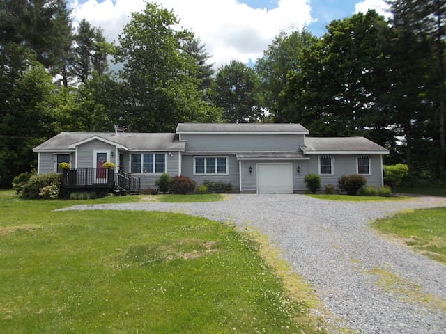 Peaceful studio apartment with beautiful views - Middlebury
