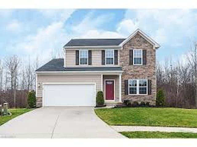 Family-friendly, culdesac home - North Ridgeville - Ev