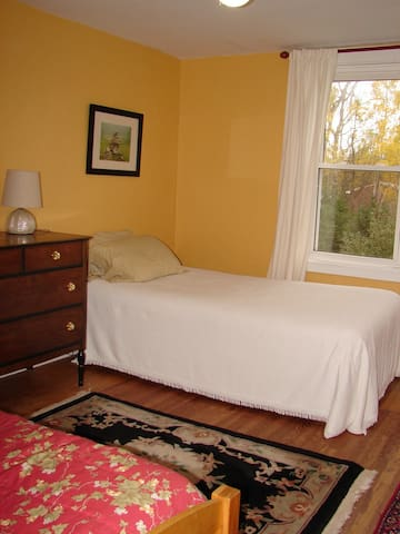 Large second story room in old farmhouse - Tatamagouche - Rumah