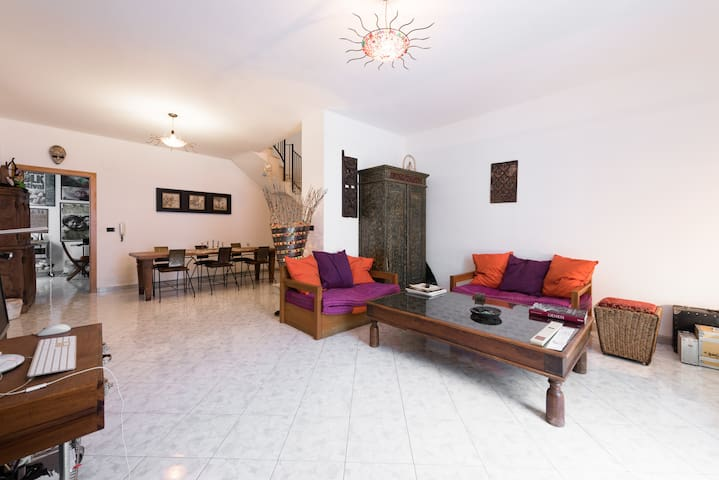 Indonesian room in the old town - Conversano - Huis