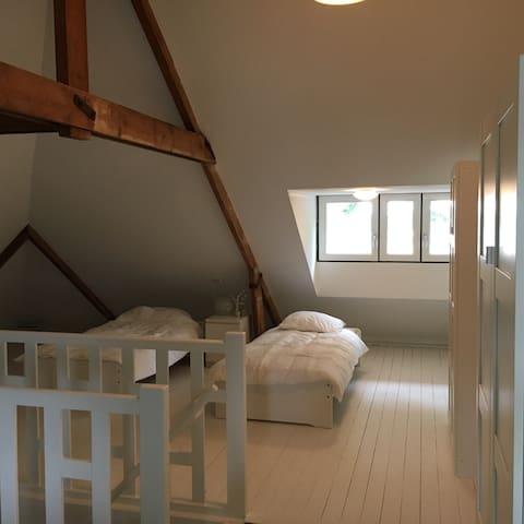 zolderkamer in hartje O'zaal Uniek - Oldenzaal - Rekkehus