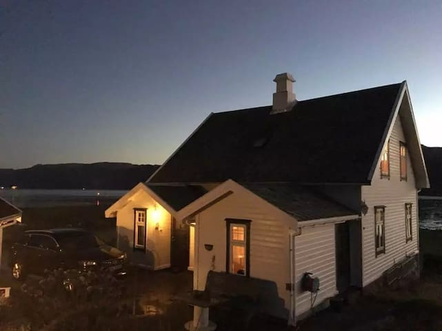 Prekestolen 10Km,sea view house - Forsand