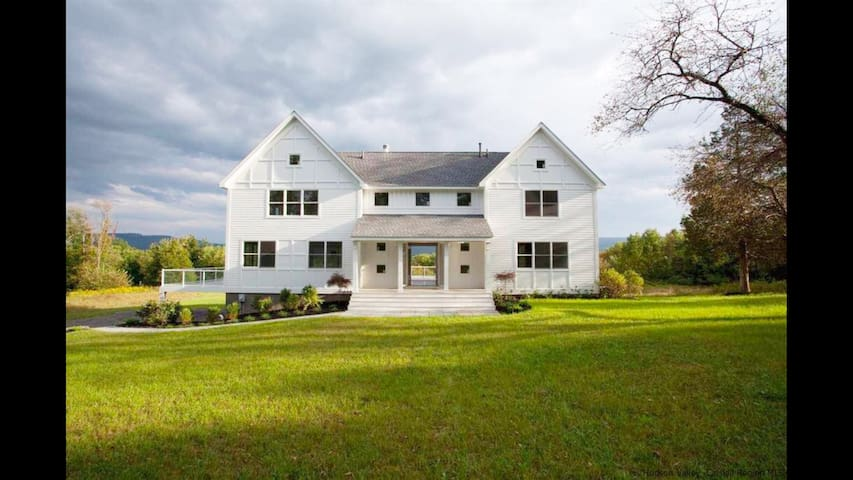 Modern Farmhouse w/Monhonk View in Hudson Valley - Accord - Maison