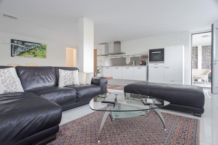 Beautifully furnished apartment - Dänikon - Departamento
