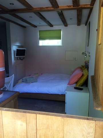 Private B&B unit in enclosed courtyard - Saint-Georges - Bed & Breakfast
