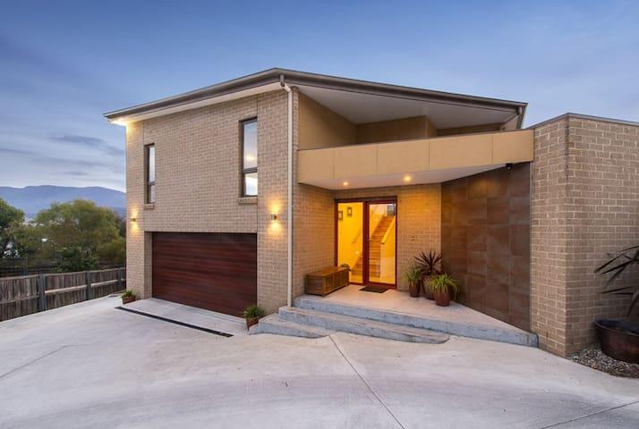 Bellerive, Hobart: Modern Private Quiet Convenient - Bellerive - House