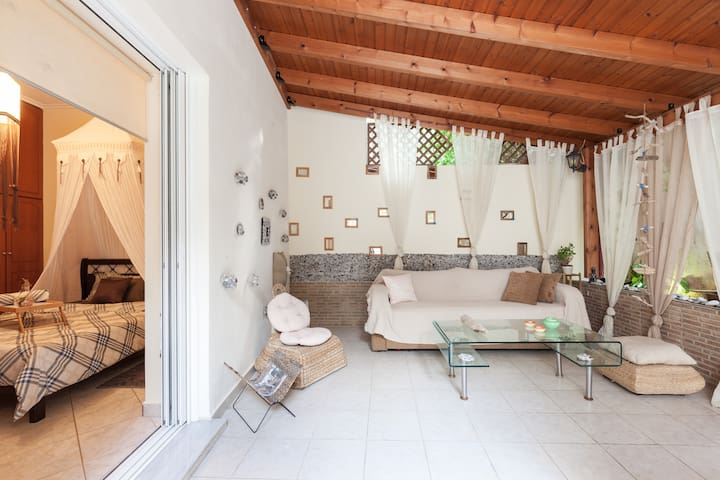 Beautiful apartment with great backyard - Κορυδαλλός - 公寓