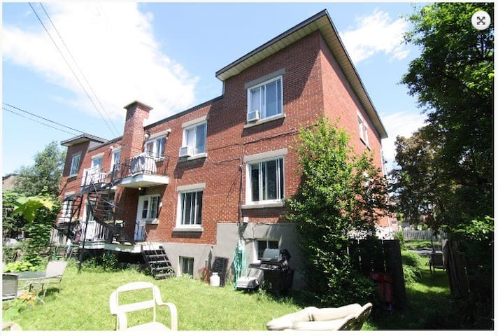 Upper part of a house,1500sf,3bd2bth,yard access - Montréal-Ouest - House