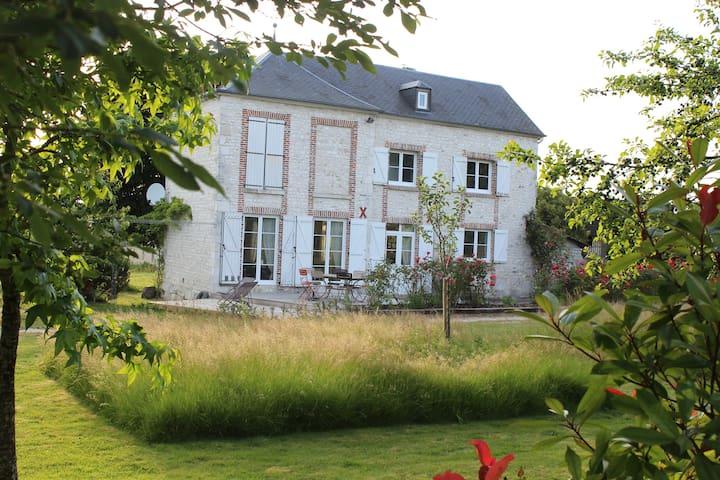 Chambre dans belle maison du XVIIIE - Quevillon - Casa