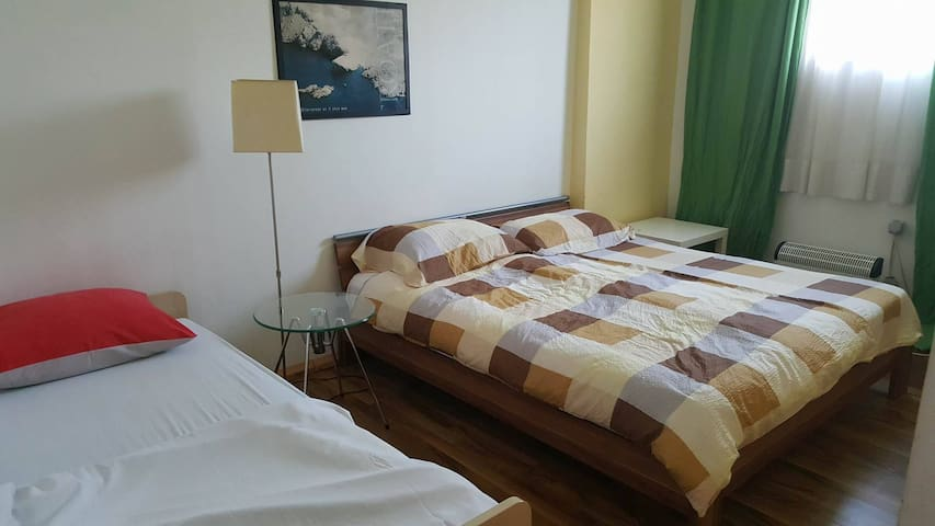 Logistic Youth Center double bed room - Zagreb - Bed & Breakfast