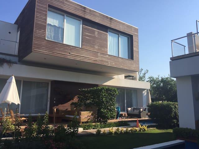 Luxury Loft by the beach !!!! - Türkbükü - Ev
