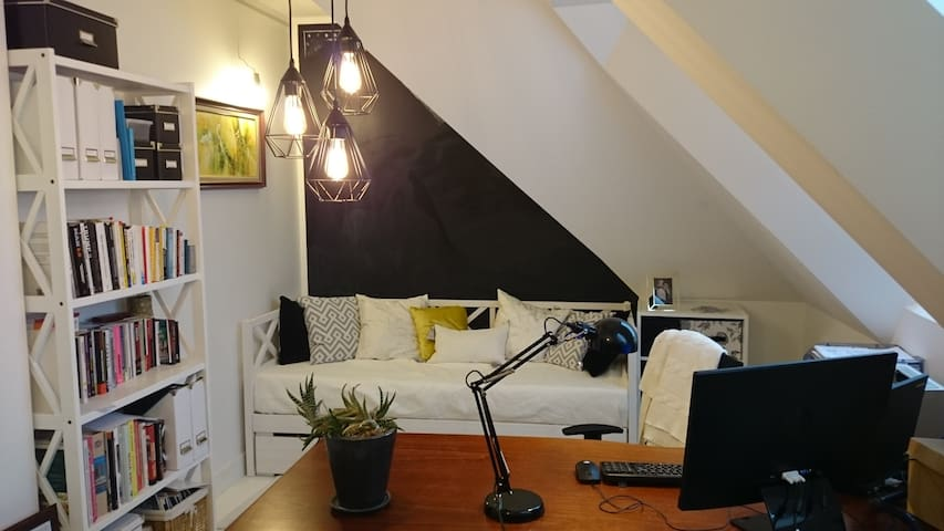 Cozy room with a desk, 10 min from the city center - Järveküla