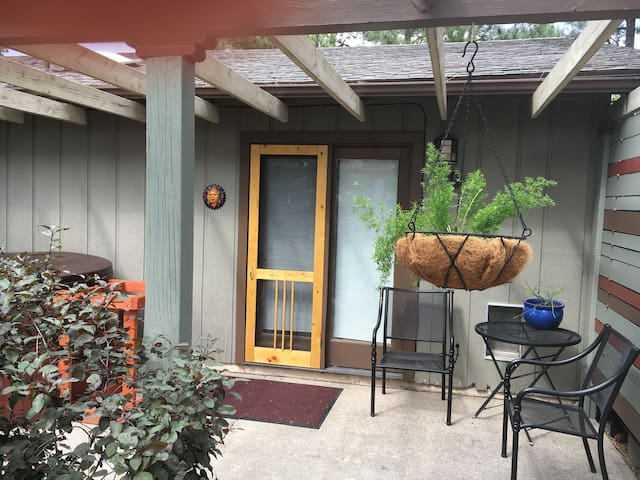 Downtown Pinecrest Studio and Spa - Flagstaff - Casa