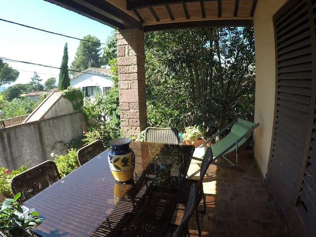 Quite house with  garden 20 min from Barcelona - Bellaterra - Casa