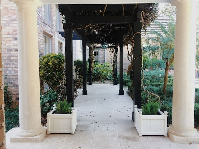 Chic guesthouse with pool getaway... - Orlando