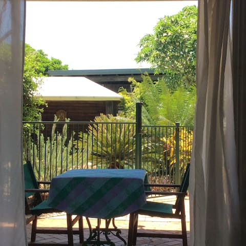 Poolside apartment in quiet bayside suburb - Wynnum - Apartamento
