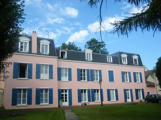2 p meublé lumineux et fonctionnel - Les Chapelles-Bourbon - Appartement