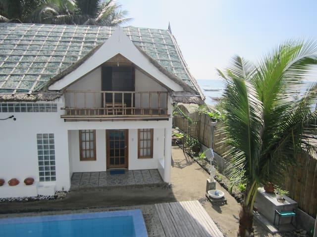 Villa by the Beach (Cabin Pusit) - Donsol - Srub