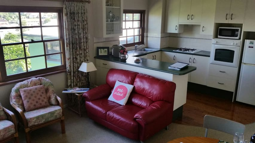 One bedroom apartment overlooking city & train stn - Wollongong - Appartement