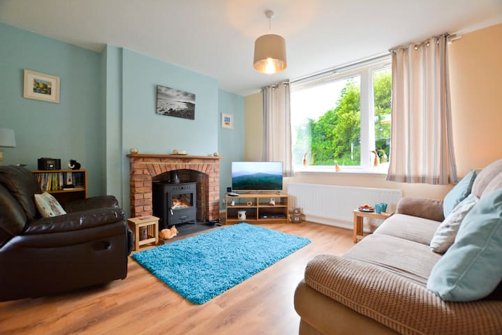 Self Catering Coastal Cottage Near Bamburgh Castle - Lucker - Dom