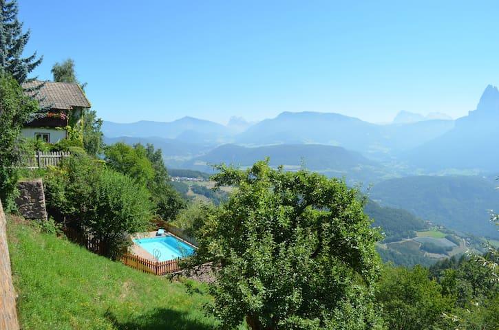 Chalet Villa Stefania Dolomit view Swimmingpool - Longomoso - Hus