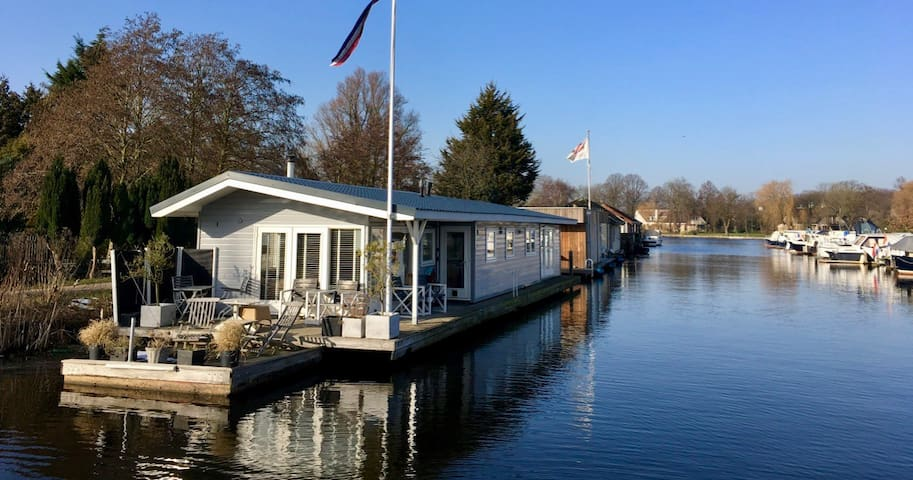 Beautiful Houseboat with a magnificent view - Oegstgeest - Casa