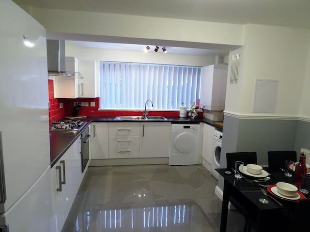 Luxury 5 Bed/4 Bath House nr BHX/NEC/ResortWorld - Birmingham - Maison