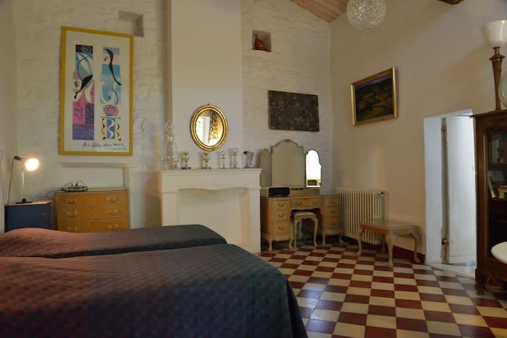 Charmante et authentique maison provençale - Saint-Privat-de-Champclos - Casa