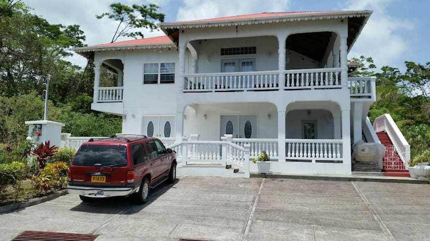 Beautiful Ocean Front 2 Bedroom Apt - Palmiste   Palmiste - 公寓