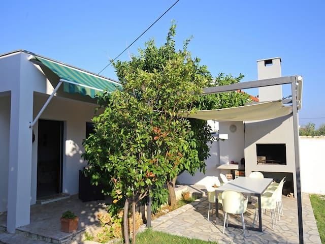 """Holiday house """"Kai"""" for 5 person near beach and - Privlaka - Hus"""