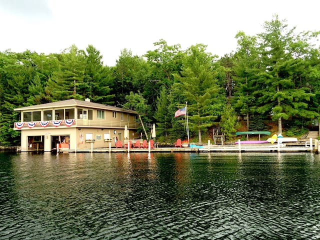 Landmark Boathouse on Lake Minocqua - Minocqua - Andre