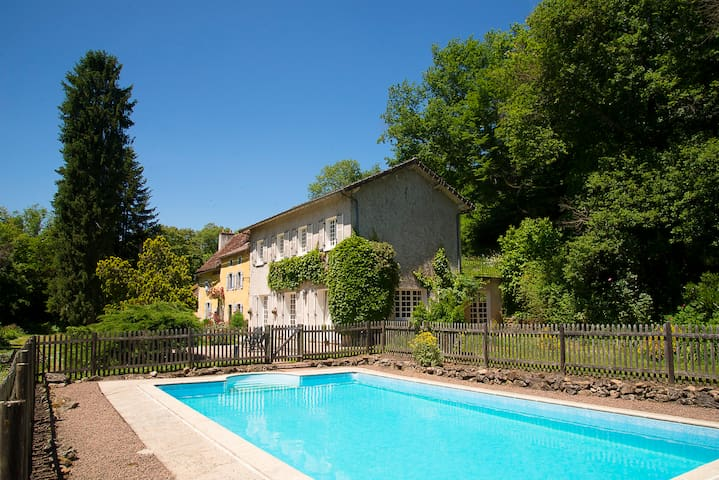 Mini-paradise in heart of France!