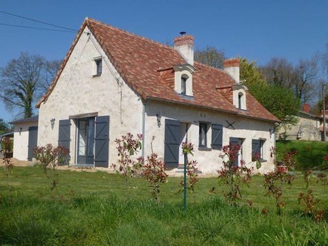 Charming B&B in the Loire Valley - Vernoil-le-Fourrier - Huis