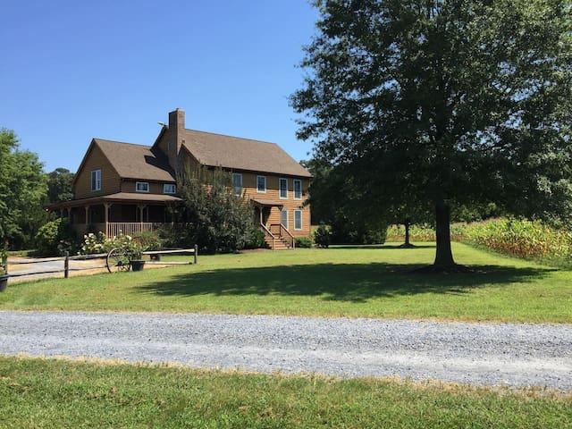 Farmhouse Retreat-rural-must see! - Bridgeville - Huis